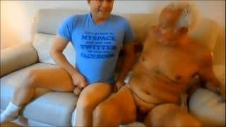 Abuelo disfrutando de una buena verga por primera vez en su vida