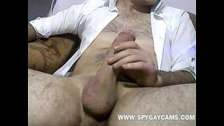 Oso maduro con una polla tremenda masturbándose en webcam