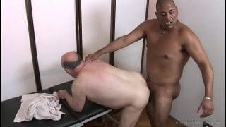 El masajista que contraté fue el encargado de montarme en el asilo