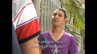 Latino de la calle ofrecía un reloj y me acabó dando la cola