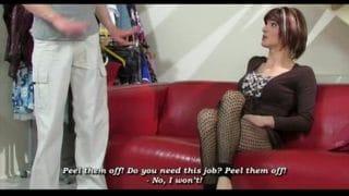 Travesti madura sacando sus bajos instintos con un jovencito
