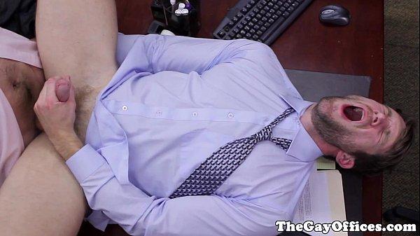 Mi jefe quería quitarse el estrés y yo lo ayudé rompiéndole el culito