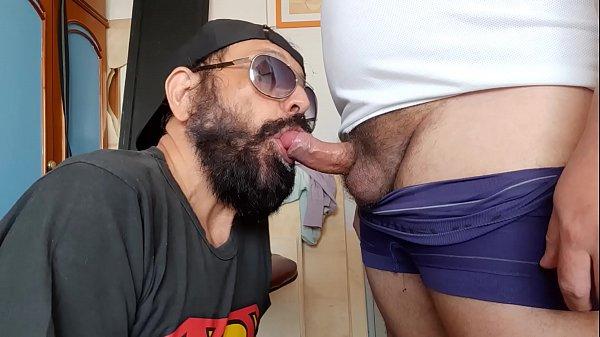 Maduro mamando la polla de su jefe para ganar un aumento
