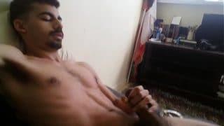 Moreno masturbándose en su oficina para aguantar el encierro