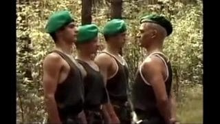 El ejercicio militar acaba con una orgía tremenda de soldados