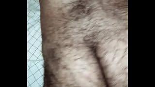 Culito de rico de un peludo que vaya que sabe apretar el culo